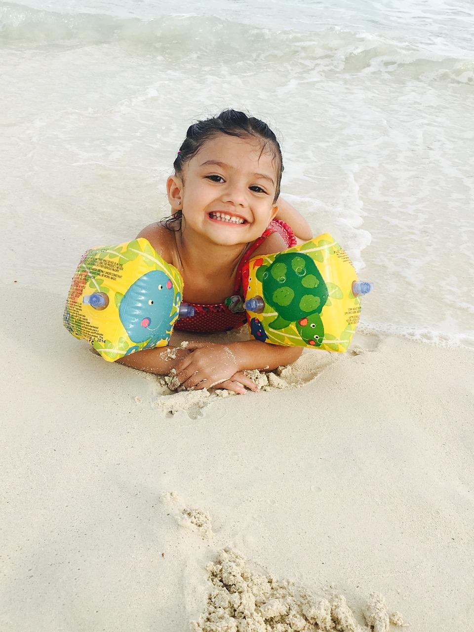 Nauka pływania – jak najmłodsi uczą się pływać?